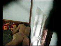 रेशमी जांघों लो उसके परिपक्व शरीर से पता चलता है सेक्सी फिल्म फुल मूवी वीडियो में