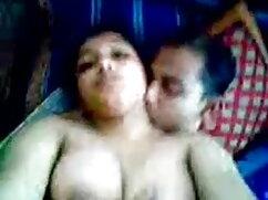 दो मालकिन सेक्स खिलौने और सेक्सी फुल फिल्म उनके दास के साथ खेलते हैं