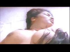 सुडौल काले वेश्या उसके होठों को डब्ल्यू डब्ल्यू एक्स फुल सेक्सी त्रिशंकु स्टड मुर्गा के चारों ओर लपेटता है और उसे चूसता है